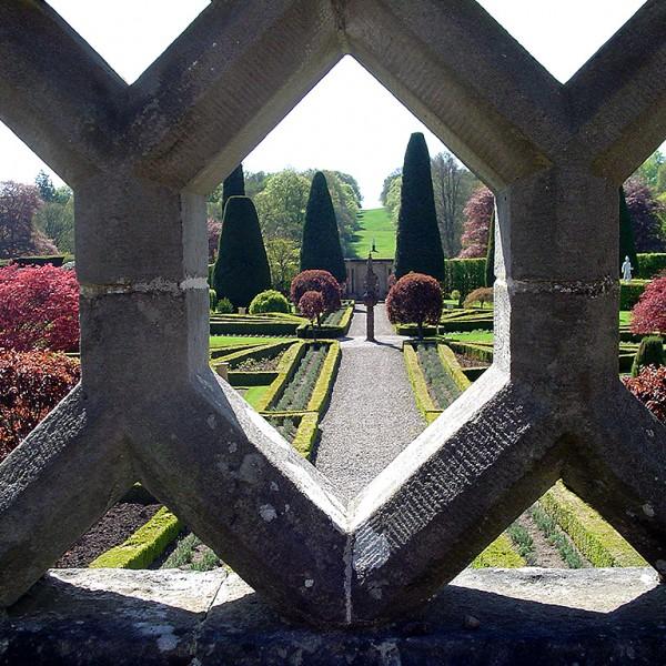 Intricate-stone-work-Drummond-Gardens