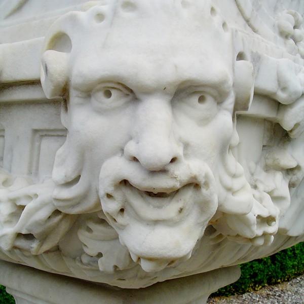 Urn-detail-Drummond-Gardens